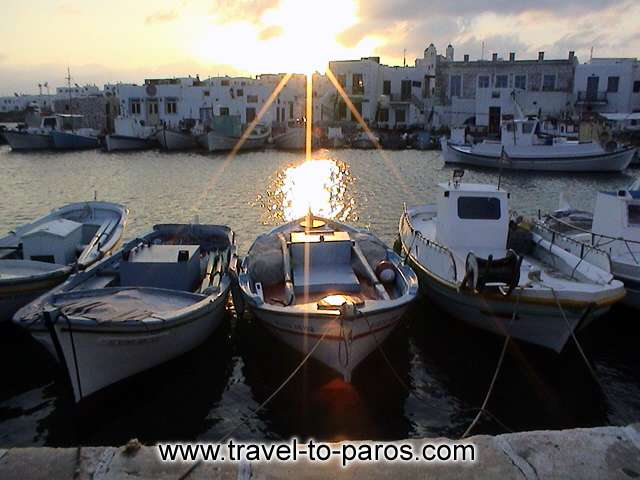 NAOUSSA PORT - Enjoy the sunset to the picturesque harbour of Naoussa.